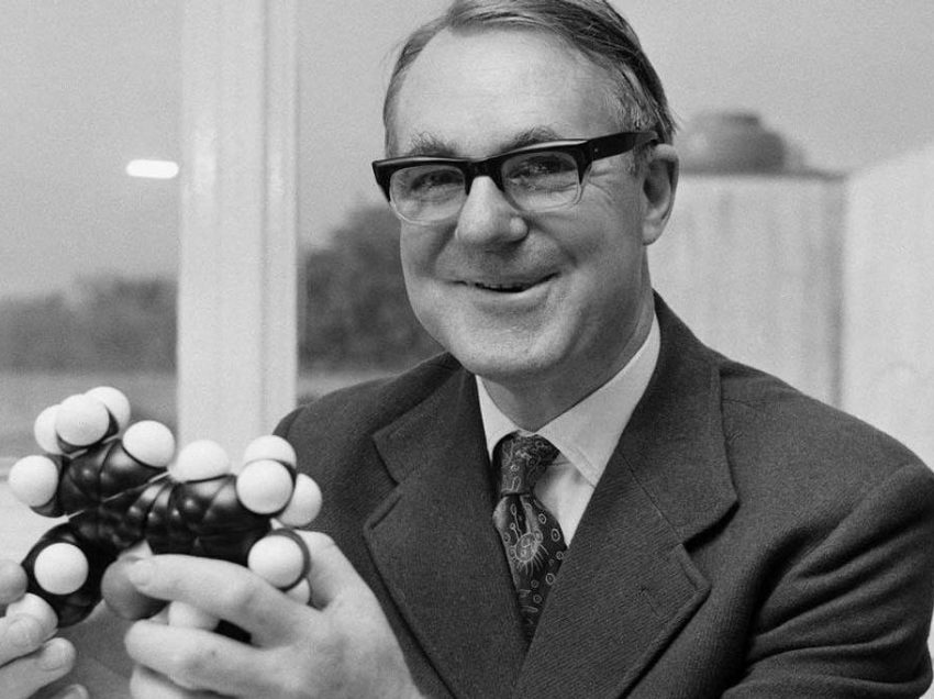 8 Notable List of Chemists in Australia and Their Contribution